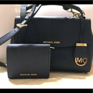 Michaels Kors purse and wallet set. Excellent cond